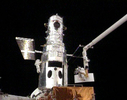 hubble-spacewalk-1