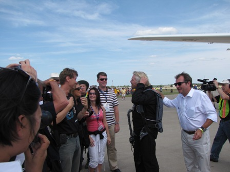 Will Whitehorn gives a pat on the back to Richard Branson as he greets Virgin Galactic ticketholders during the Oshkosh air show in 2009. (Credit: Douglas Messier)