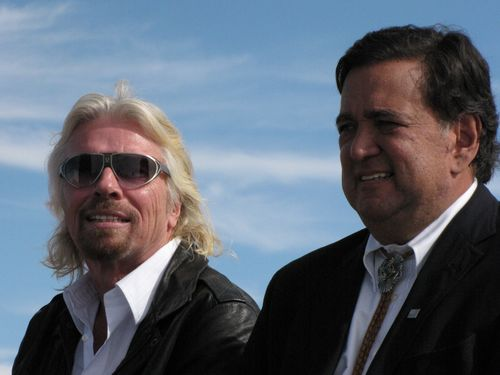 Sir Richard Branson and New Mexico Gov. Bill Richardson. (Credit: Douglas Messier)