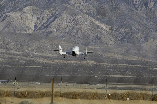 SpaceShipTwo just prior to landing. (Credit: Ken Brown)