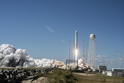 Antares lifts off with a Cygnus freighter. (Credit: Orbital Sciences Corporation)