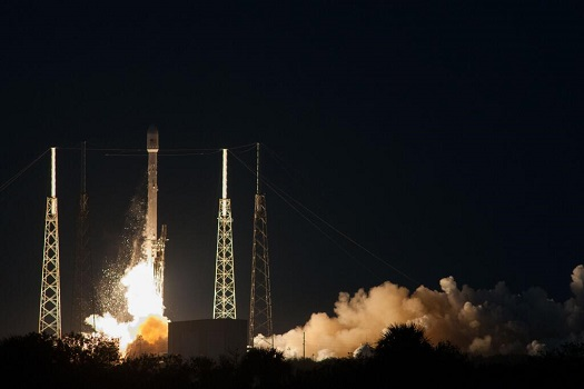 Falcon 9 lifts off with the SES-8 satellite. (Credit: SpaceX)