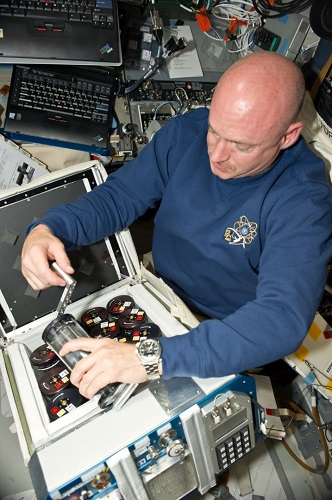 Antibiotic Effectiveness in Space (AES-1) consists of Commercial Generic Bioprocessing Apparatus and 16 Group Activation Packs. Here, astronaut Mark Kelly works with similar hardware used in the NLP-Vaccine-10 investigation. (Credit: BioServe Space Technologies)