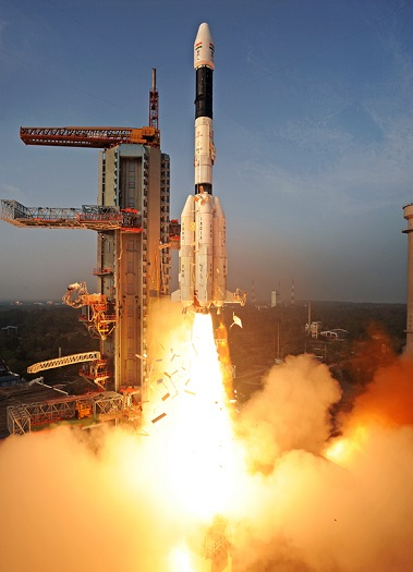 A GSLV-II rocket lifts off with the GSAT-14 spacecraft and a domestically-produced cryogenic upper stage. (Credit: ISRO)