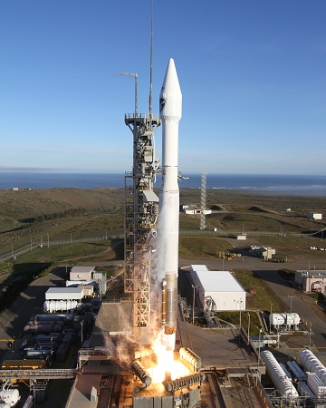 Atlas V lifts off from Vandenberg Air Force Base. (Credit: Bill Hartenstein, ULA)