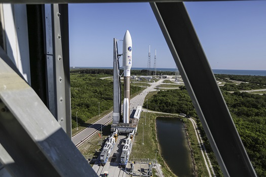 Atlas V rolled out at Cape Canaveral. (Credit: United Launch Alliance)
