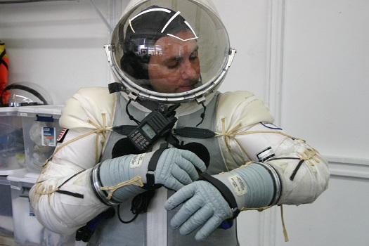 Spacesuit pressurization (Credit: Final Frontier Design)