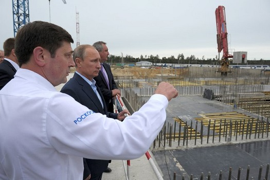 Vladimir Putin inspects construction at Vostochny. (Credit:  Presidential Press and Information Office)