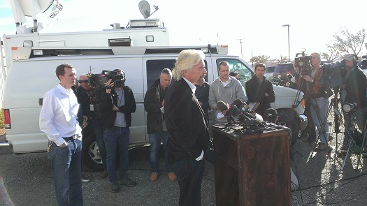 Richard Branson speaks to the press at the Mojave Air and Space Port about the crash off SpaceShipTwo. (Credit: Douglas Messier)