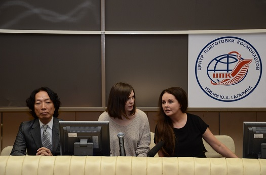 Satoshi_Takamatsu and Sarah Brightman (far right) meet the media. (Credit: Roscosmos)