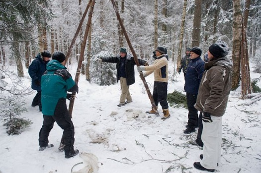 Sarah Brightman and crew mates undergo wilderness survival training. (Credit: Roscosmos)