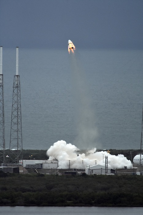 Dragon abort test with SuperDraco engines.  (Credit: SpaceX)