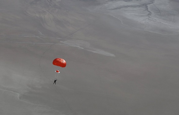 Pete Siebold descending under parachute after the breakup of SpaceShipTwo. (Credit: Mark Greenberg/Virgin Galactic)