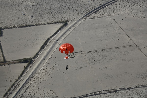 Pete Siebold under canopy approaches the desert floor. (Credit: Mark Greenberg/Virgin Galactic/NTSB)