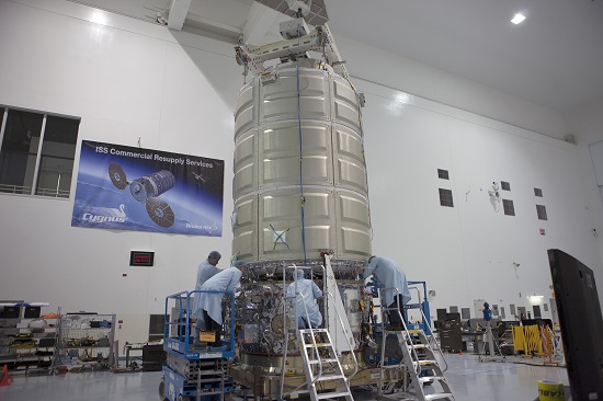 The Cygnus spacecraft lowers into position atop its service module. (Credit: NASA/Kim Shiflett)