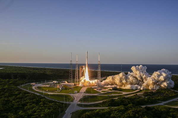 A United Launch Alliance (ULA) Atlas V rocket carrying the OSIRIS-REx spacecraft lifts off from Space Launch Complex-41. (Credit: ULA)