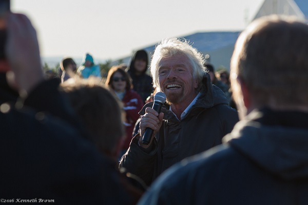 Richard Branson addresses the crowd before SpaceShipTwo's glide flight. (Credit: Kenneth Brown)