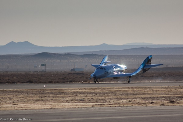 SpaceShipTwo rolls to a stop on the runway at the Mojave Air and Space Port. (Credit: Kenneth Brown)